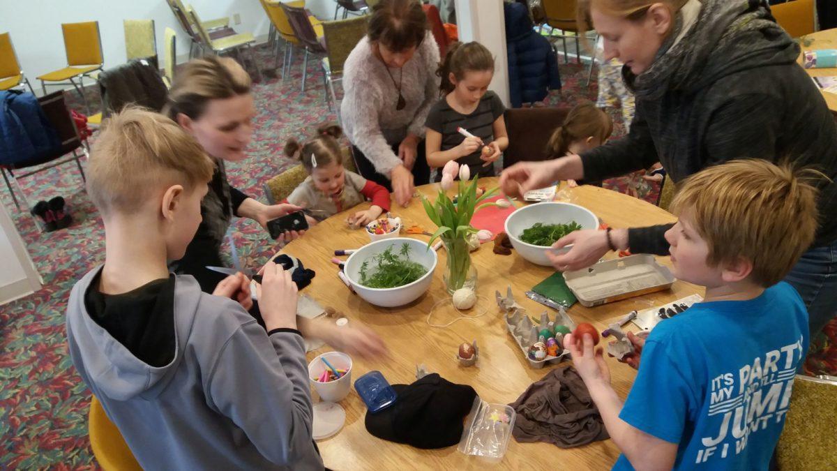 Hagyományőrző húsvéti foglalkozás Winnipegben
