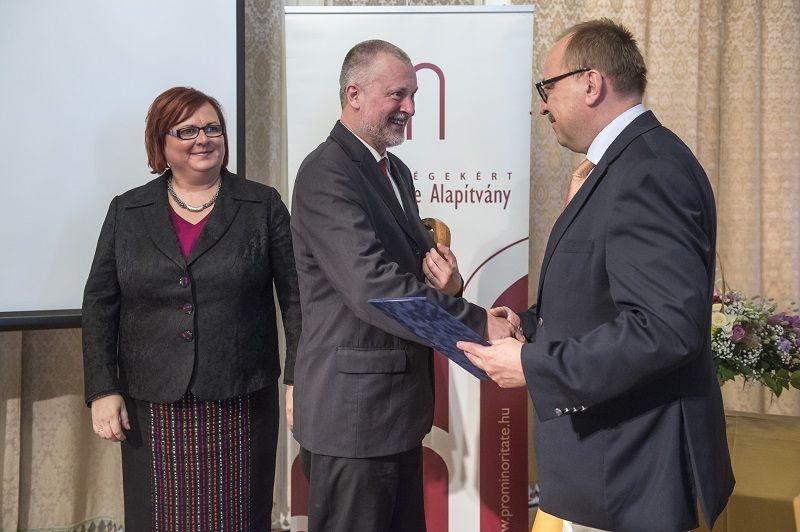 Kántor Zoltán, a Nemzetpolitikai Kutatóintézet igazgatója kapta a Lőrincz Csaba-díjat