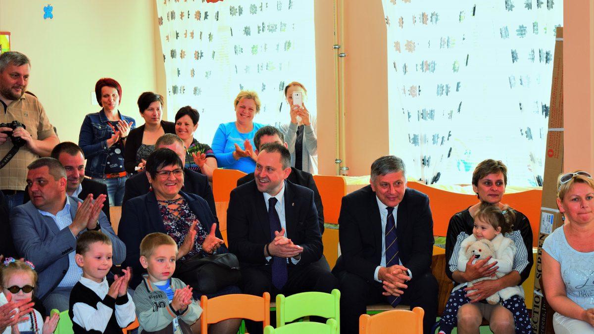 Magyar kormánytámogatással felújított öt óvodát adott át Grezsa István Kárpátalján