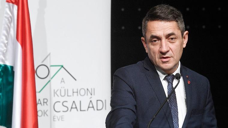 Potápi Árpád: Haza kell csalogatni a Nyugat-Európába távozott fiatalokat