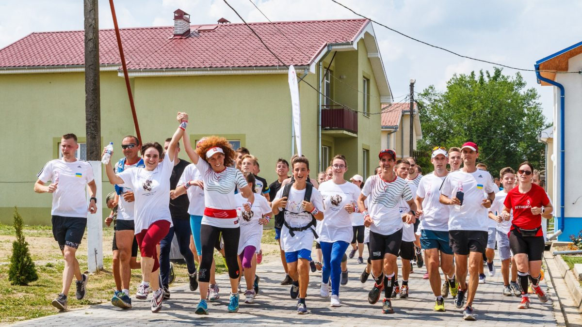 Célba értek az Egy vérből vagyunk! jótékonysági futás résztvevői Kárpátalján