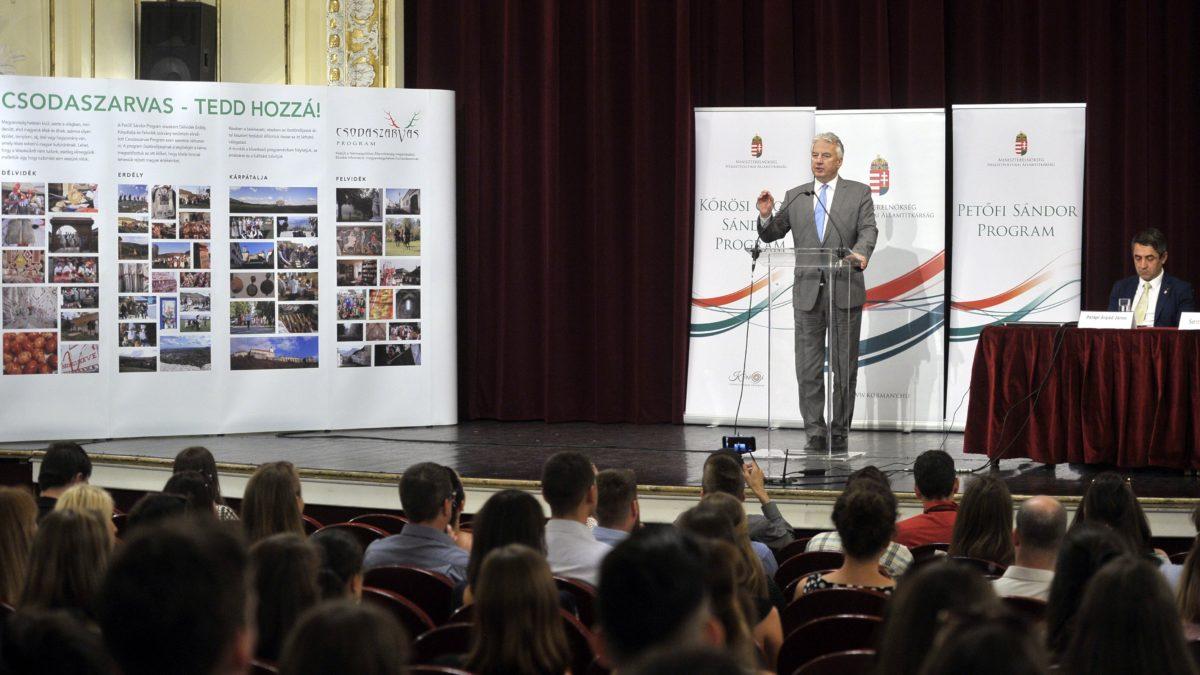 A nemzetpolitika nagy sikere a Kőrösi Csoma- és a Petőfi-program