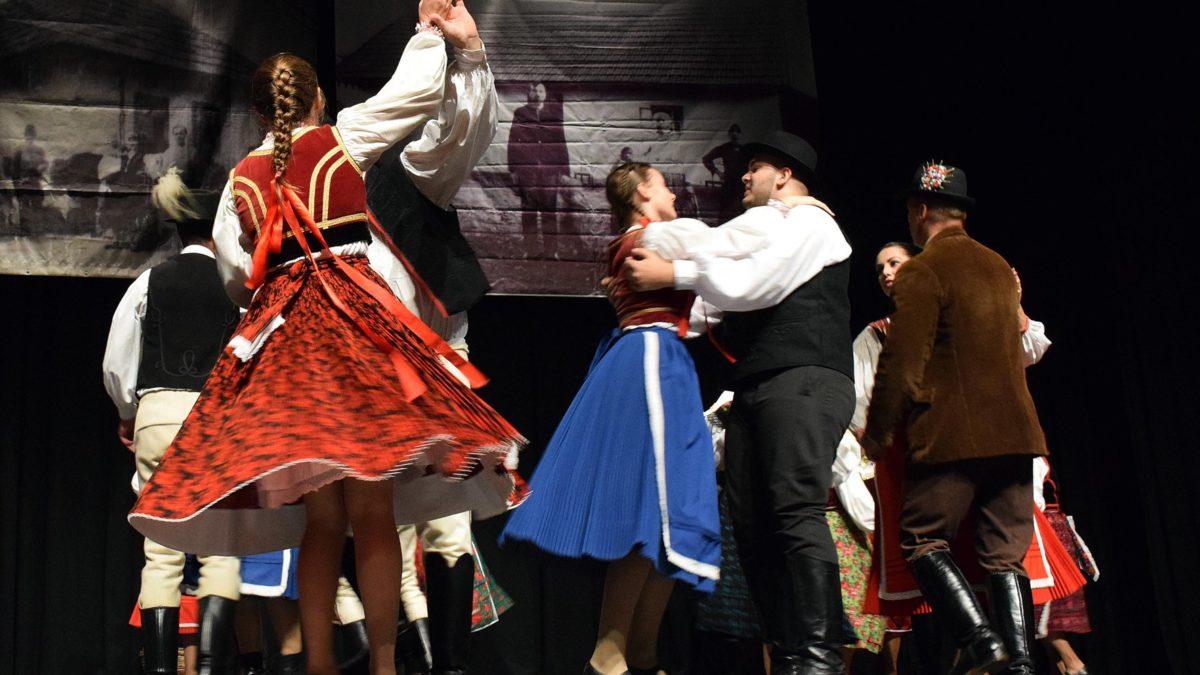 Keresztelő az idei téma a Bukovinai Találkozások Nemzetközi Folklórfesztiválon
