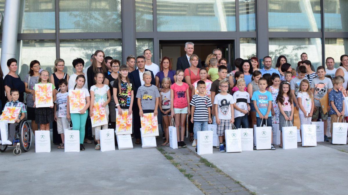 A legfontosabb, hogy a magyar szülők magyar iskolába és óvodába írassák a gyermekeiket