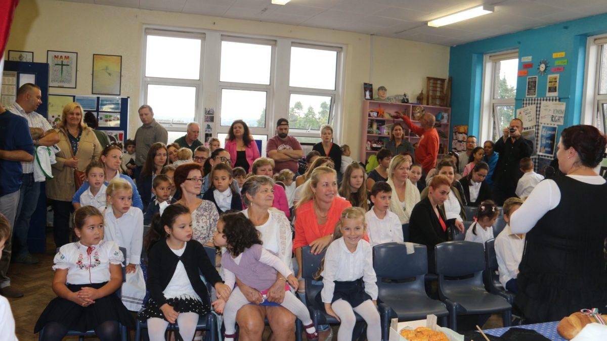 Tanévnyitó ünnepség a corki magyar iskola és óvodában