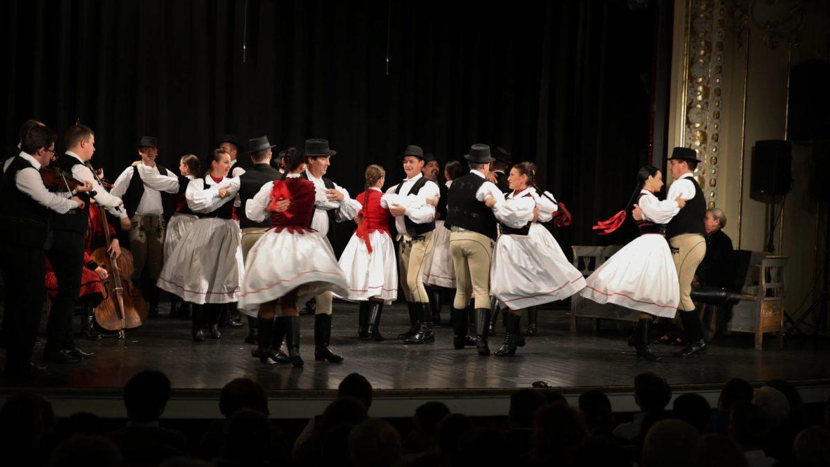 Dalok és táncok Csík vármegyéből